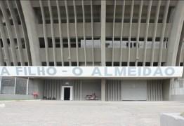 Um dia após invasão na Maravilha, Belo faz treino fechado no Almeidão