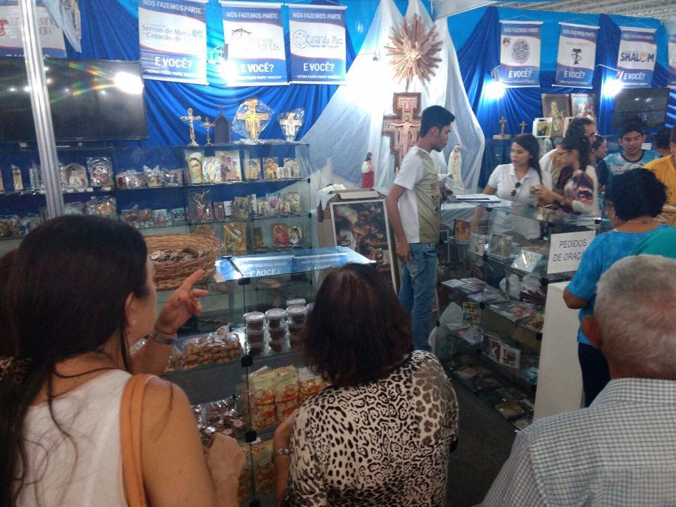 artigos religiosos - Vendas de artigos religiosos ajudam instituições de misericórdia na Brasil Mostra Brasil
