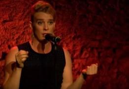 Cantora francesa morre eletrocutada durante show