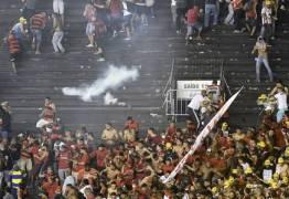 Jogo entre Vasco e Flamengo termina em violência, bombas e um torcedor morto – VEJA VÍDEO