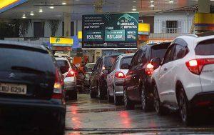 imposto combustível 300x189 - URGENTE: Governo anuncia aumento dos tributos sobre combustíveis