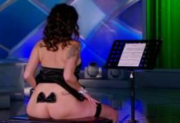 VEJA VÍDEO: Dançarina que 'regeu orquestra' com bumbum no programa do Silvio Santos defende 'sua arte'