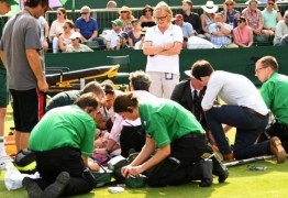 Tenista relata pânico ao ver rival com joelho lesionado em Wimbledon