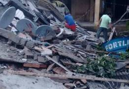 Desabamento de prédio residencial deixa moradores soterrados