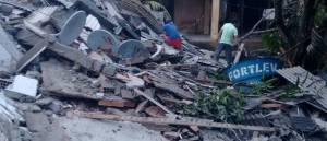 naom 596371701933d 300x129 - Desabamento de prédio residencial deixa moradores soterrados