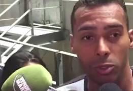 Jogador do Ceará acusa zagueiro do Inter de racismo: 'me chamou de macaco duas vezes'