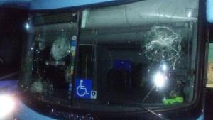 onibus sousa sousa 16.07.17 1 300x169 - Ônibus do Sousa é apedrejado por torcedores do Guarany de Sobral