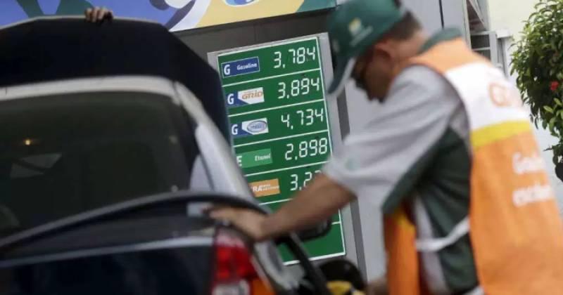 petrobras eleva preco da gasolina em 18 valor do diesel sobe 27 - Petrobras anuncia aumento de 1,07% para gasolina; o segundo do mês
