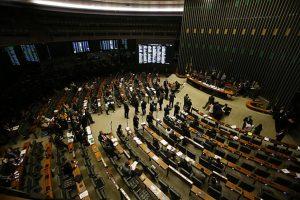 plenário câmara 300x200 - Governo Federal distribuirá panfletos para deputados indecisos sobre a reforma da Previdência