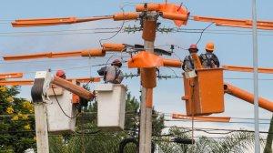 postes energia aneel 300x168 - Conta de energia deve diminuir em 2018 com uso de nova bandeira tarifária