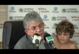 Ricardo é surpreendido com carinho do filho durante entrevista ao vivo no Fala Governador – VEJA VÍDEO