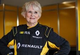 Mulher de 80 anos é a pessoa mais velha a pilotar um F1