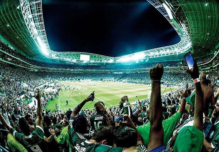 Torcida organizada do Palmeiras organiza protesto contra diretor do clube b52fe440a3d4e
