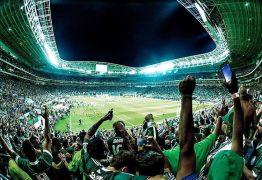Torcida organizada do Palmeiras organiza protesto contra diretor do clube