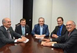 João Henrique se encontra com Raimundo Lira e prefeitos do brejo em Brasília