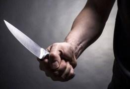 Usando uma faca, neto faz avó refém por 7 horas