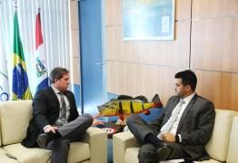 Ministro do turismo vem a João Pessoa acompanhar obras da Barreira do Cabo Branco