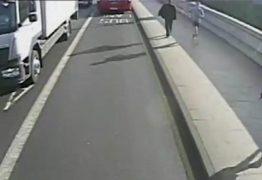 Agressão: Homem é preso acusado de empurrar mulher na pista