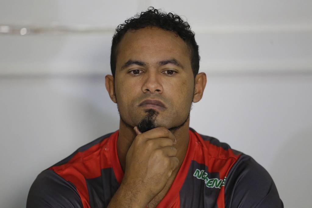 bruno goleiro - Goleiro Bruno tem contrato rescindido após 45 minutos em campo