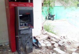 Bandidos explodem caixa eletrônico da Secretaria de Saúde de Campina Grande
