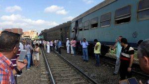 colisão trens egito cairo 300x169 - Trens colidem e deixam 36 mortos e 123 feridos