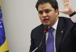 """Efraim vê """"foco da corrupção"""" nas coligações partidárias"""