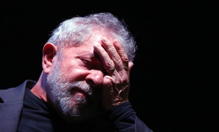 lula triste - Juiz de Falências comunica a Moro sequestro do triplex no Guarujá