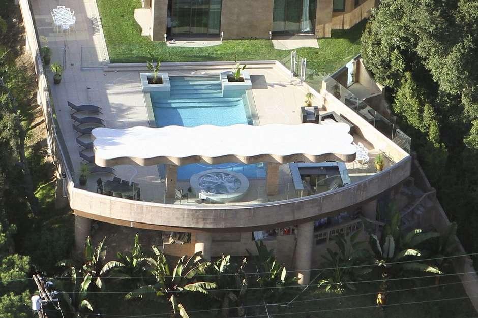 rihana casa 2 - Rihanna compra nova mansão por 22 milhões de reais