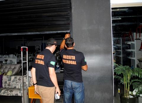 201709120558570000008588 - Crimes Contra a Ordem Tributária: Loja de móveis e decoração do Mangabeira Shopping é interditada