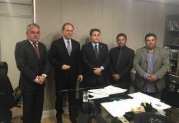 Prefeito de Alhandra conquista escolas e nova frota do Samu durante visita à Brasília
