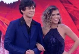 Lucas Veloso e Nathalia se beijam durante funk na 'Dança dos Famosos'