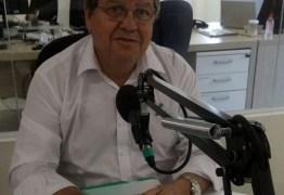 João Azevedo diz que respeita adversários mas não teme a disputa