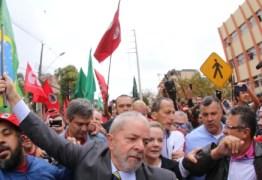 Com foco em caravanas, PT muda estratégia e espera 4.000 militantes em apoio a Lula em Curitiba