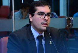 Lucas de Brito ainda não sabe se PSL apoiará Cartaxo ou Ricardo