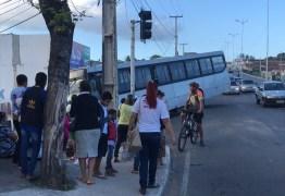 VEJA VÍDEO: Viatura, caminhão e ônibus se envolvem em engavetamento na Capital