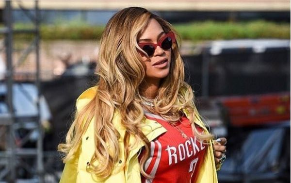 beyonce - VEJA VÍDEO: Fãs cantam parabéns para Beyoncé durante show de Jay-z