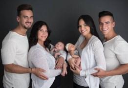 Casal lésbico tem filhos graças à ajuda de amigos gays