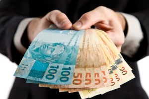 dinheiro 300x200 - Prefeitura terá de devolver dinheiro das obras da lagoa