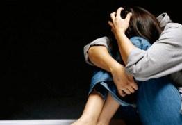 Após assalto, turista é estuprada e amarrada em poste na Itália
