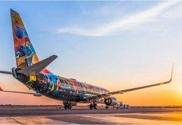 Artista cego grafita avião da Gol para homenagear o Rock in Rio