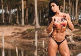 Gracyanne Barbosa enlouquece fãs ao posar com microcalcinha