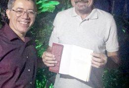 Jeová Campos prestigia lançamento do livro de Luiz Júnior