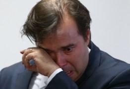 Com lágrimas nos olhos Rodrigo Maia assina acordo de Recuperação Fiscal do Rio de Janeiro