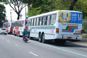 onibus 1 300x200 - Presidente de ONG garante que não há estudantes reclamando sobre o aumento da tarifa de ônibus na capital