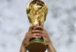 Oitavas de final começam com três campeões do mundo em campo