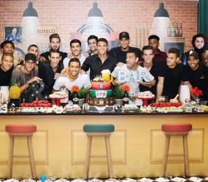 ts1 300x263 - Thiago Silva reúne Neymar e elenco do PSG em festa