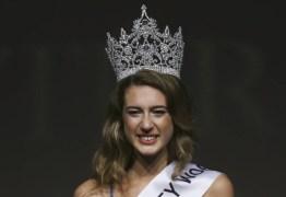 Miss Turquia perde título após tuíte sobre mortos de golpe frustrado