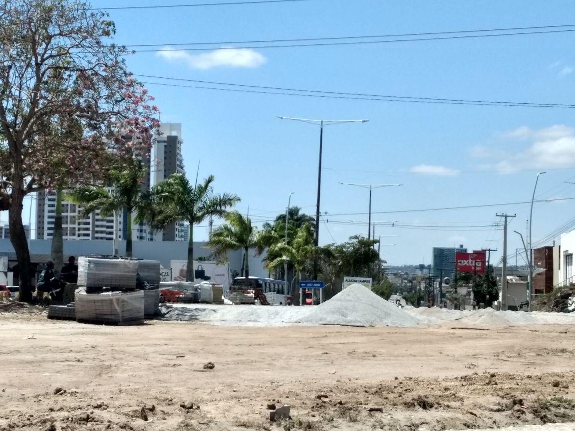 1 1 - Prefeitura de Campina faz obras sem placas informativas, para encobrir empresa prestadora do primo do prefeito