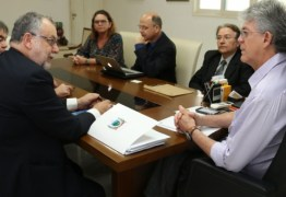 Ricardo discute parcerias com companhia aérea para atrair turistas espanhóis para PB