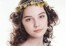 Modelo de 14 anos morre após colapso por exaustão
